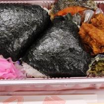 お手製のおにぎり弁当♪ご滞在のご昼食にいかがでしょうか。(食品衛生上夏季は販売を控えております)