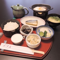 *【朝食】朝は、炊き立て御飯に、温かいお味噌汁の和食をご用意致します。