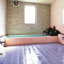*お風呂/温かい湯船に浸かり日頃の疲れを解しましょう。