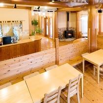 ビンテージアメリカンなムード満点のログハウス風レストラン