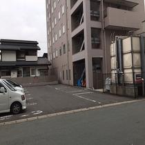 ◆ホテル裏にも駐車場がございます◆