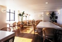 ゲレンデ一望の朝食・夕食の2階ダイニング(dinnig-room-2103)
