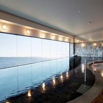 <展望大浴場>扉を開けると一面に広がる海と空!