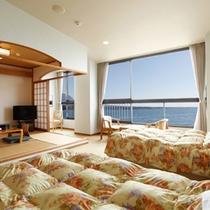 <客室一例>洋室。海を眺めてのんびり。全室オーシャンフロント。