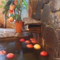 天然温泉リンゴ風呂・一年中リンゴの浮かぶリンゴ風呂・リンゴはリンゴ農家直送