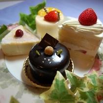 別注・地元有名洋菓子店のセレクトケーキ4個盛り¥2500ケーキ4個盛り