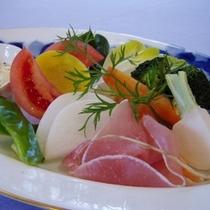 夕食・オードブルは伊豆地元産朝採れ野菜盛り&自家製マヨネーズ添え
