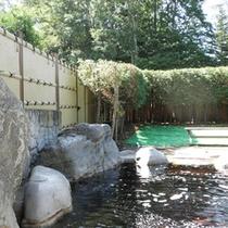 *【温泉】大きな岩を組んだ豪快な露天風呂をお楽しみください。