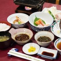 *【夕食全体例】新鮮な海の幸など北海道ならではの料理を中心にご提供します。