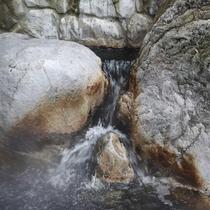 *源泉掛け流しなアルカリ性のモール温泉。
