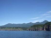 知床の空、山、海