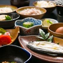 【ご朝食】有機野菜で大事に育てられた鶏の卵に鮎の一夜干し。朝からご飯が止まりません。