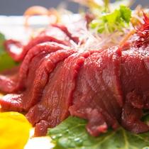【馬刺し】体を温める効果のある馬肉は、高たんぱく、低カロリーな美容食。女性にお勧めです。