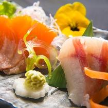 【プレミアムヤシオマス】上質な脂で、口当たりはあっさりしたヤシオマス。ブランド魚を贅沢にお造りで。