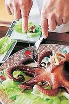 たこのまる揚げ!レタスで包んで召し上がれ。たこの程好い塩味とベストマッチ