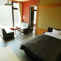 【和洋モダンスイート客室】和室10畳とツインベッドの洋室(一例)