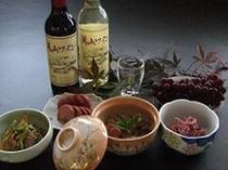 秋の料理例(舞茸とがんもの煮〆・ぶなはりたけの油炒め・赤カブのワイン漬と酢の物)