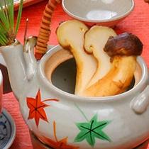 「松茸土瓶蒸し焼き」(写真はイメージとなります)