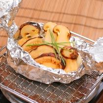 「松茸ホイル包み焼き」(写真はイメージとなります)