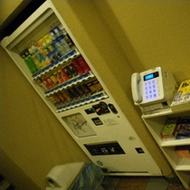 ジュース自動販売機、公衆電話