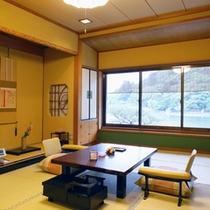*【和室7.5帖一例】嵐山真向い、2名様迄お寛ぎ頂けるお部屋です。お風呂はついておりません。