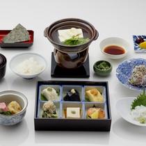 *【朝食一例】名物の湯豆腐が付いた、身体に優しい和朝食をご用意致します。