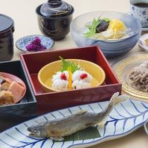 【夏の彩り御膳】京都の夏には欠かせない鱧をはじめ、鮎、牛冷しゃぶなどの特別コース