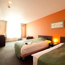 ツインの客室(25.3㎡)。ゆったりサイズのベッドを2台設置(一例)