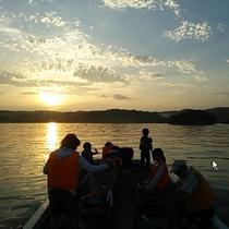 *【島巡り】大海原の船から望む夕景が人気です!(一例)