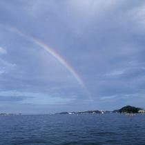 *【風景】穏やかな海から望む虹