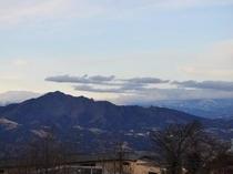 天望風呂「浮雲」から見た上州連山。雲上の絶景をお楽しみ下さい。