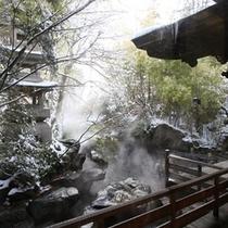 寒いけれど、雰囲気満点「雪見露天風呂」