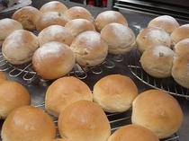 朝食は手作りパンをご用意