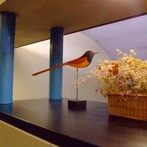 2階の廊下のbird