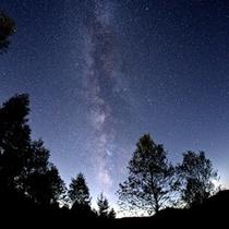 高原の澄んだ空気と3000m級の北アルプスに抱かれた栂池高原の星空&夜景