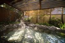 清流館内「紅梅の湯」:露天風呂