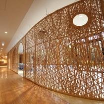 完成まで約3ヶ月、延べ300人以上の竹職人で仕上げました。
