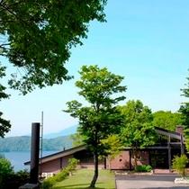 新緑〜夏のホテル外観