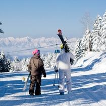 【冬】ゲレンデのふたり スキーでもボードでも楽しめるゲレンデ!