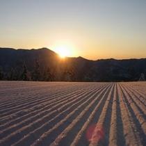 【冬】朝日に輝くグルーミングバーン