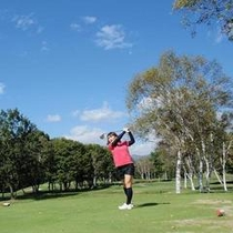高原ゴルフで爽快プレー