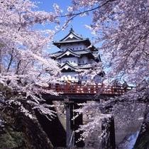 弘前公園天守と下乗橋