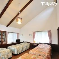 【やまぼうし】定員:2名〜4名 2階は天井高いベッドルーム