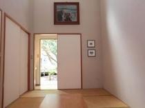 和室内の絵画