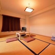 *和洋室(客室一例)/和と洋、両方の良さを味わえるお部屋。畳のお部屋で団欒のひと時をお過ごし下さい。