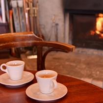 *ロビー/暖炉でコーヒーを飲みながらくつろぐ至福のひと時。