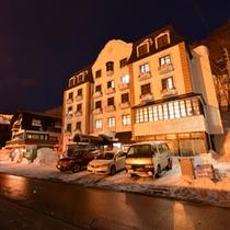 *苗場スキー場すぐ!洋風料理と露天風呂に癒されるアットホームな宿。