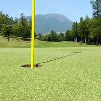 夏 ゴルフ場 グリーンからの岩手山