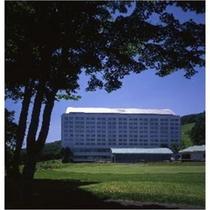 夏 ホテル全景(ゴルフ場より)