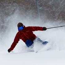 ■【雫石スキー場】スキーヤー ボルドー柄ウェア(2015年~使用)